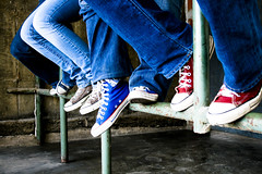 Converse-mos (Pankcho) Tags: blue red feet colors azul grey gris rojo shoes colours boots venezuela pipe colores caracas zapatos explore jeans converse taylor pies chuck allstar chucks tubo botines