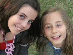 Las primas (.el Ryan.) Tags: argentina explore mendoza sonrisa niñas nahid inocencia nenas tiernas princesadelmar princesanahid