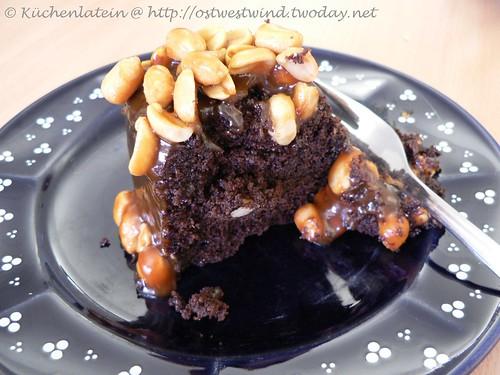 Caramel-Peanut-Topped Brownie Cake 002