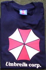 Remera umbrella corp. (Lady Krizia) Tags: umbrella zombie tshirt cine videogame corp vinilo remera wilwarin remeras estampado termoestampado