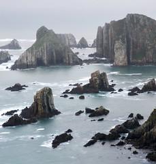 Playa del Silencio (elosoenpersona) Tags: santa sea espaa costa verde green del marina coast mar spain nikon rocks asturias playa soe cudillero rocas silencio d300 asturies cantabrico cantabric castaeras elosoenpersona geirua gairua