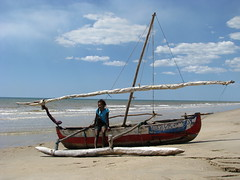 Robinson's wife (David Darricau) Tags: africa woman beach water girl smile boat sand eau femme indianocean sail bateau 2008 fille madagascar voile plage afrique malagasy malgache madagasikara