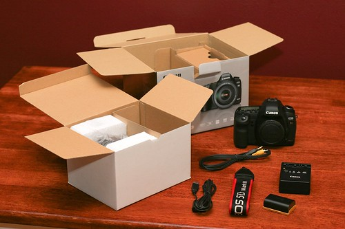 Canon 5D Mark II Unboxing 10