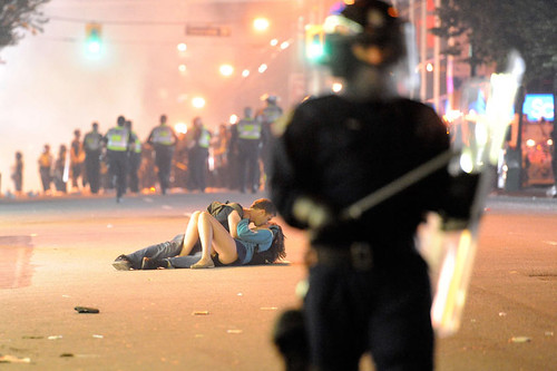 Vancouver riot-kissing couple