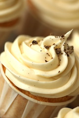 3 vanilla cupcakes with vanilla sea salt
