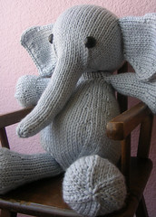 Big ol' Elijah (kathrynivy.com) Tags: blue elephant toy big knitting funny alice knit 2008 fo elijah debbiebliss cashmerino superchunky ysoldateague alicefo2008