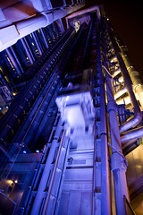 lift going up (Luis Andrei Muoz) Tags: uk inglaterra england building london night canon lift elevator 5d canon5d lloyds canon24105mmf4lis