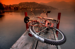 Obstacles... (Rickydavid) Tags: lake como lago bec molo hdr bycicle bicicletta obstacles cokin themoulinrouge nd8 ostacoli gradualtobacco