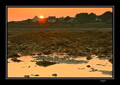 Atardecer en Plouhinec - Sunset in Plouhinec (EddyB) Tags: sunset france beach atardecer nikon europa europe d70s playa francia eddyb plouhinec frenchbrittany bretaafrancesa ltytr1 allnicethink