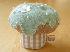 CupCake pincushion (PatchworkPottery) Tags: handmade crafts felt cupcake pincushion applique zakka
