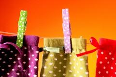 Bolinhas (Honey Pie!) Tags: colors socks cores magic colores bolinhas meias mágico poulain pregadores