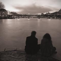 Couple des arts (art Buck) Tags: urban bw paris seine night river pose landscape nikon long exposure noir arts des pont paysage et nuit blanc urbain longue d80