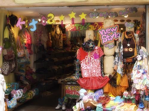 カラフルな衣料品店