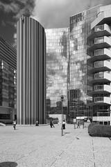 LaDefense_02 (Pete Sieger) Tags: paris france architecture ladefense 2008 sieger builtenvironment esplanadedeladefense esplanadedugeneraldegaulle peterjsieger