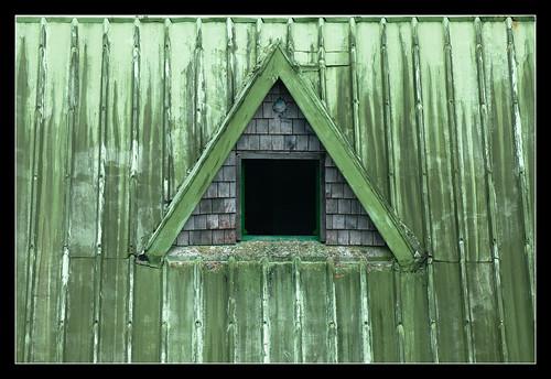 Détail d'une fenêtre du gîte de Bélouve