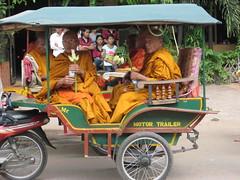 Ook monniken laten zich rijden