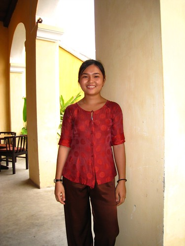 Nhi, a friendly waitress @ Morning Glory.JPG