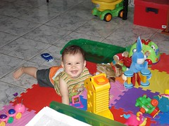 2007-12-15-brincando na sala (0) (asantos4200) Tags: ryan brincando boschi