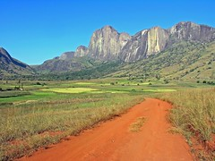 Andringitra National Park (Z Eduardo...) Tags: africa mountain nature landscape island bravo unesco worldheritagesite madagascar supershot platinumphoto superaplus aplusphoto diamondclassphotographer flickrdiamond platinumheartaward theperfectphotographer andringitranationalpark