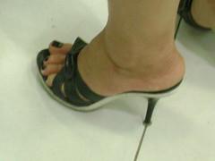 DSC00555 (Marco Feetlover) Tags: woman sexy feet fetish de foot shoe high women sandals mulher heels ps mules p pezinho podolatria