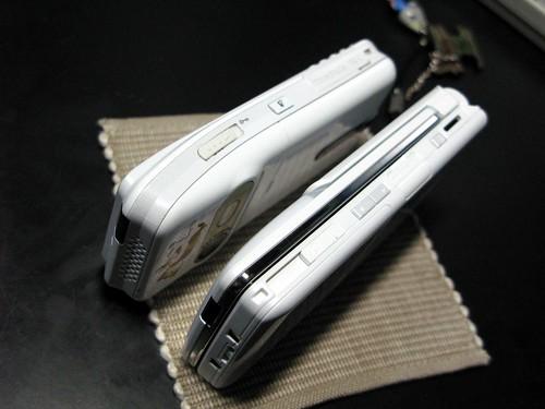F906iSO902iと比較(側面)