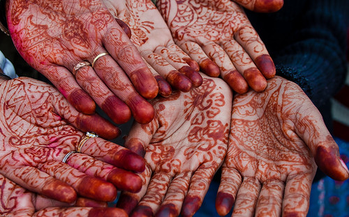henna-tatooed hands of Varanasi
