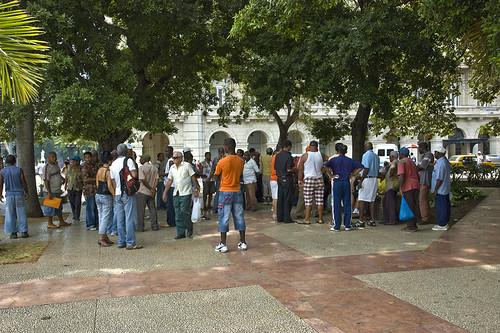 La Peña Caliente en el Parque Central de La Habana. por analista55.