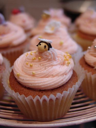 Bee cupcake