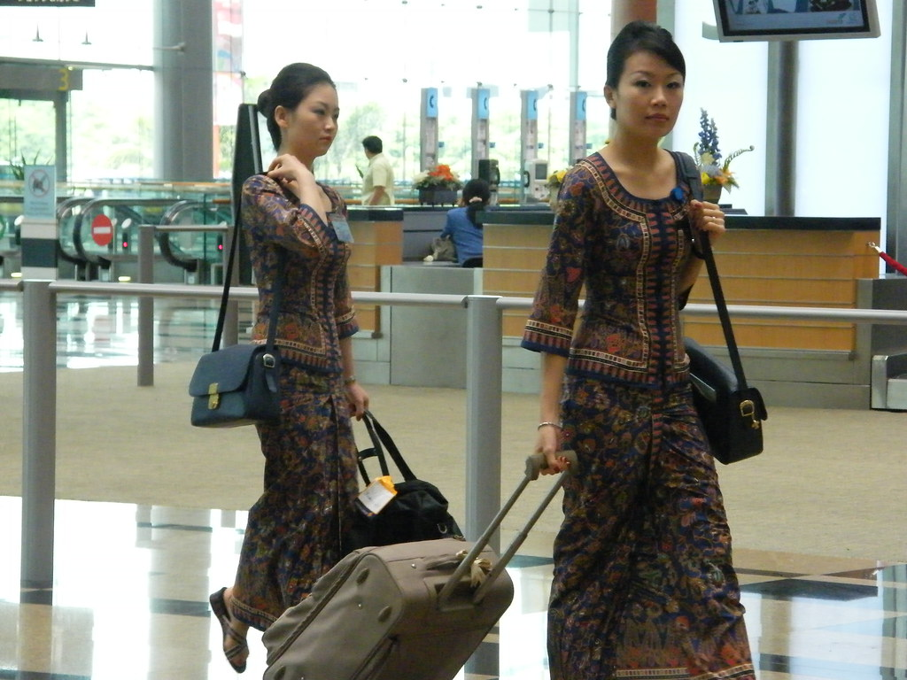 Singapore Airlines crew by FlyHigh_kc via Flickr