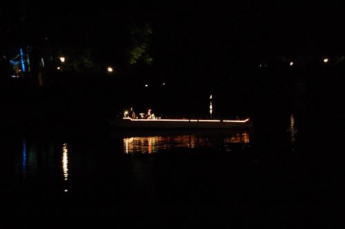 ボートの上のステージ