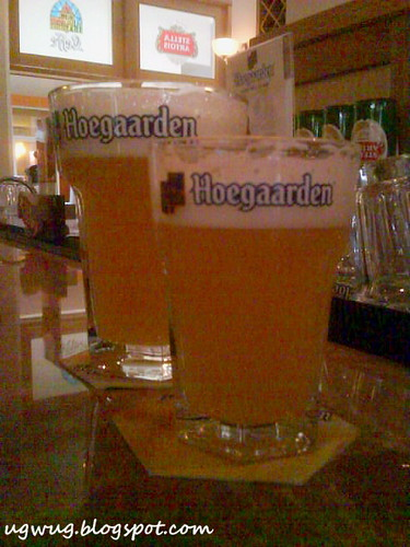 Hoegaarden 1 pint and 1/2 pint