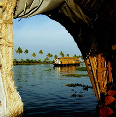 Back Waters - Kerala (Tati@) Tags: travel lagune casa barca houseboat kerala soe backwaters chiatta canali trasporto abigfave platinumphoto colorphotoaward theunforgettablepictures betterthangood theperfectphotographer landscapesdreams top20travelpix galleggiane