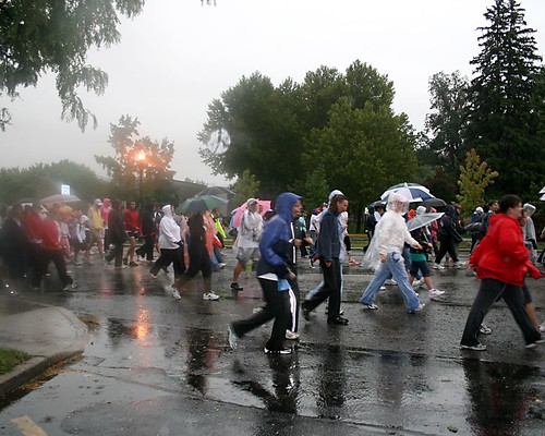 a whoie bunch of people running in the rain