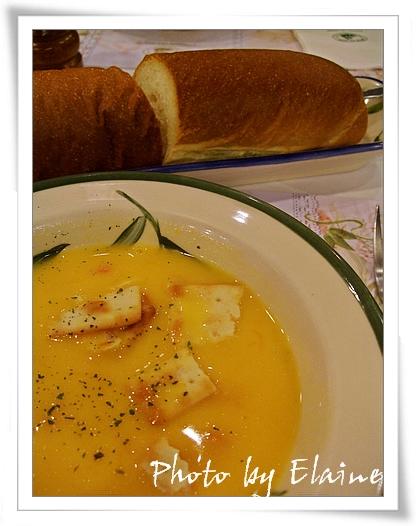 南瓜湯和法國麵包
