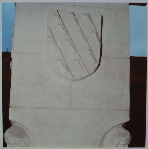 Palacio de Fuensalida en 1979. Emblema de los Señores de Fuensalida, los armiños en bandas diagonales, de los Castañeda