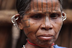 Kutia Kondh (ronniedankelman) Tags: travel portrait woman india face tattoo canon silver asia earring tribe portret orissa vrouw stam azie reizen gezicht zilver tatoeage  oorbel kutia kands kondh khond satyamevajayate baliguda  gaarjya kondha odisha bhrat bhrata  bhratagaarjya  bhratiya khutia khonds