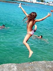 Mare: Tuffi (rogimmi) Tags: mare estate salto acqua vacanza tuffo bimba bambina tuffi