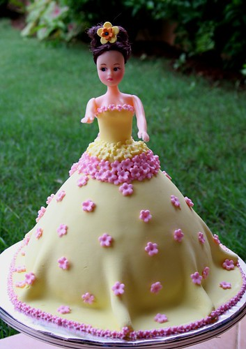 Barbie cake for Mia's niece