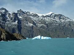 Cruising the Lago Argentino (frisbeeace) Tags: patagonia lake ice argentina glacier iceberg scape peritomoreno glaciar crevasse hielo upsala calafate onelli icescape photofaceoffwinner pfogold