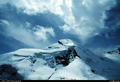 Swiss Alibaba (Mount Allalin) Saas-fee (yago1.com) Tags: world blue schnee winter sky white mountain snow mountains canon switzerland montana swiss nieve himmel neige 20mm wallpapers blau 2008 wallis fee gebirge winterzeit saas saasfee 3500m bergkette eos450d allalin gebirgskette canon450d kaltejahreszeit yago1 mercadder