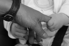 Eller (Ahmet ISSIN) Tags: blackandwhite bw child hand el grasp bebek siyahbeyaz kavramak