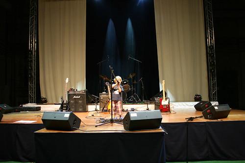 kleiner Mann auf großer Bühne