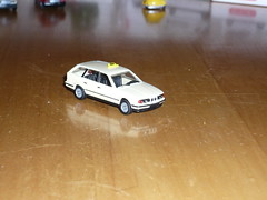BMW 525i Taxi (Oli-unterwegs) Tags: scale spur taxi bmw 187 525i herpa modellauto h0 masstab