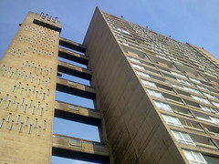 Balfron Tower (suburbanslice) Tags: cameraphone uk england colour london tower architecture digital geotagged concrete poplar flats housing openhouse e14 towerblock brutalist eastend eastlondon goldfinger towerhamlets openhouseweekend balfrontower brownfieldestate poplarharca lbth erngoldfinger londonboroughoftowerhamlets openhouse2008 upcoming:event=429499 balfrontowerconservationarea lbtowerhamlets