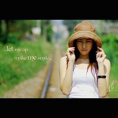 ... let me up, make me smile... (Đạt Lê) Tags: girl smile hat pretty railway simple saigon tphcm bestofvietbestphoto vietsuperbest