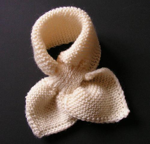 de fil en aiguille  Trop mignon, l écharpe feuilles pour un bébé ! 174bf706cb4