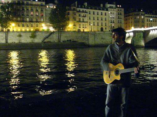 Concert improvisé au bord de Seine
