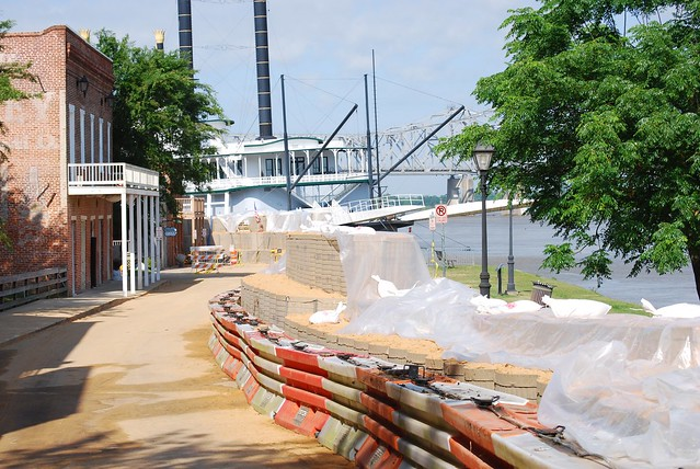 Natchez prepares for flooding
