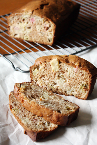 slices o' rhubarb apple bread.