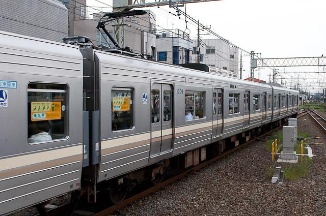 京王電鉄井の頭線1000系1009F デハ1009 山側